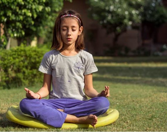 7 Life-Boosting Benefits Of Meditation And Yoga